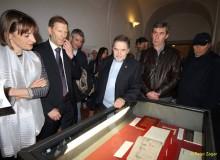 L'Ambasciatore e Signora Franca davanti al libro di Töpffer.