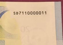Particolare del bel biglietto 20€ della Banca d'Italia con serie composta solo da tre cifre e, togliendo il primo numero, da radar composto da nove cifre.