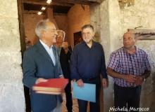 Il Notaio Carlo Fragomeni saluta tutti i presenti e regala al Circolo due raccoglitori con francobolli mondiali.