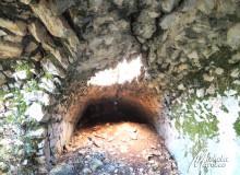 Resti di un'antica cisterna.
