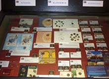 La vetrina con le monete della Spagna (seconda parte), Slovenia e Slovacchia (prima parte).