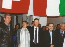 S.E. l'Amasciatore della Svizzera e gentile Sig.ra (centro foto) dopo la visita alla mostra, compiaciuti dallo spazio (6 pannelli e 1 vetrina) dedicato a Töpffer.