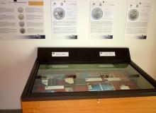 La vetrina con le monete di Andorra e dell'Austria.