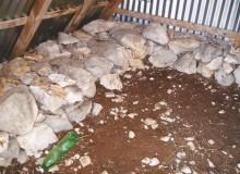 Interno della capanna, riparo per pastori.