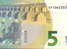 Banconota da 5 € con sei numeri finali uguali e PALINDROMO del codice breve verticale.