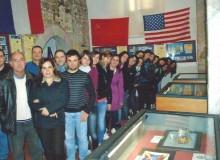 Foto di gruppo in una mostra 1.