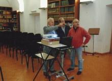 L'Ill.mo Ing. Fabrizio BARBIERI visiona la sala delle conferenze.