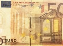 Banconota da 50 € prima serie con particolare del filo metallico rotto...