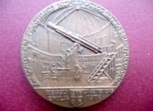 Medaglia d'Arte - Rovescio: telescopio astronomico nella Specola Vaticana.
