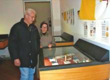 """...chi osserva la collezione """"Giovanni Paolo II, immagini di un Santo""""..."""