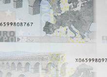 Taglio falso. Banconota con due numeri diversi di serie.