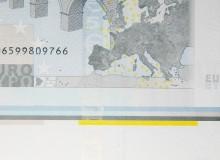 Taglio falso. Banconota con un solo numero di serie e bordo di foglio.