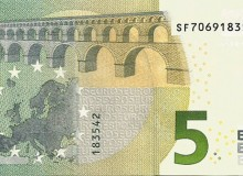 Banconota da 5 € con tutti i numeri diversi (da 0 a 9) nella serie.