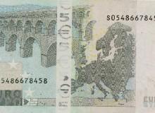 Il tentativo di manipolare una banconota da 5 € della prima  serie...