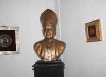 San Giovanni Paolo II, opera dello scultore medaglista Romano Orgiti.