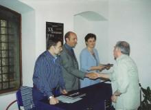 Vengono dati omaggi al maestro Umberto Taccola, ...