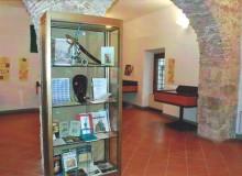 Allestimento nella Sala grande del Chiostro di San Francesco.
