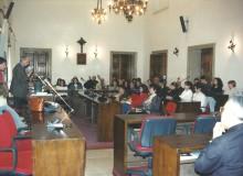 1996 - Ferentino - Di fronte ad una interessata scolaresca...